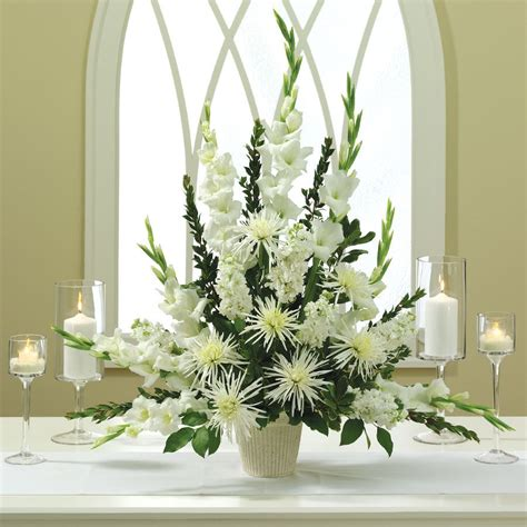 white wedding altar arrangement arranjos de gladiolos