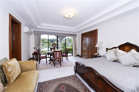Luxury House In Maria Luisa Park Overlooking Cebu And The