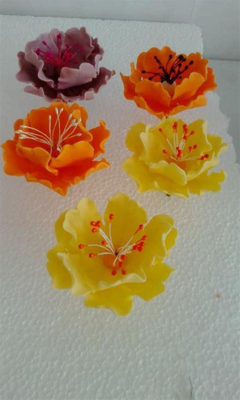 fiori con pasta di zucchero fiori diversi con pasta di zucchero cake design cake