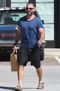 Seann William Scott shows off bulging biceps and pecs ...