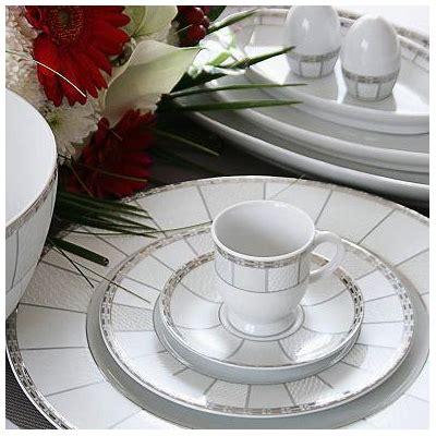 service complet de vaisselle en porcelaine blanche vague