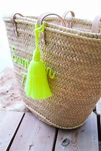 Panier A Pompon : grand pompon panier en laine jaune fluo artisanat by sous les pav s la plage ~ Teatrodelosmanantiales.com Idées de Décoration