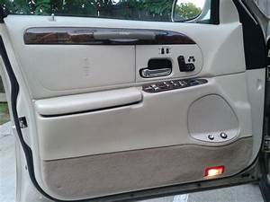 2000 Lincoln Town Car - Interior Pictures