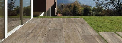 Pavimenti per l esterno effetto legno e pietra Cose di Casa