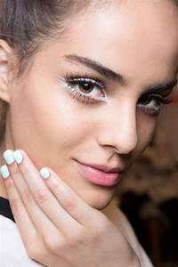 Maquillage Pour Yeux Marron : comment choisir le maquillage pour agrandir les yeux ~ Carolinahurricanesstore.com Idées de Décoration