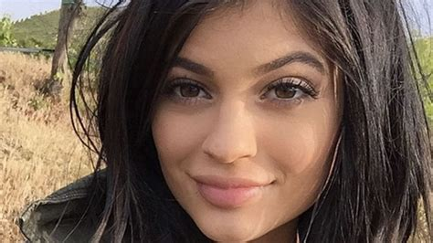 Kylie Jenner takes 500 SELFIES before she picks the right ...