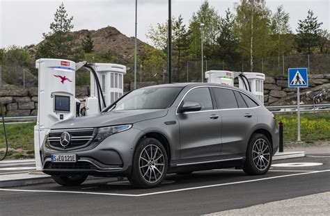 fully electric mercedes benz eqc coming  early