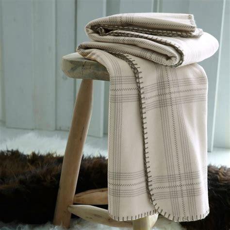 plaid canapé gris 17 meilleures idées à propos de plaid pour canapé sur