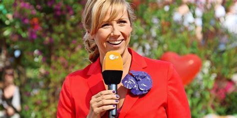 Andrea kiewel steht für gute unterhaltung, spaß und lebensfreude. Warum Andrea Kiewel den ZDF-Fernsehgarten dieses Mal nicht ...