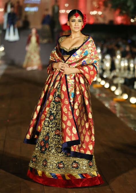 foto de 17 Best images about Rohit Bal Spring/Summer 2015 on