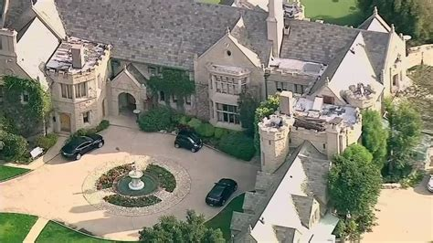 Sold! New Playboy Mansion owner closes deal for $100 ...