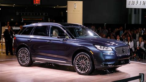 lincoln corsair  ny debut  brands smallest