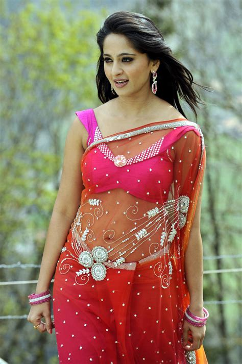 navel show saree below navel show anushka shetty saree