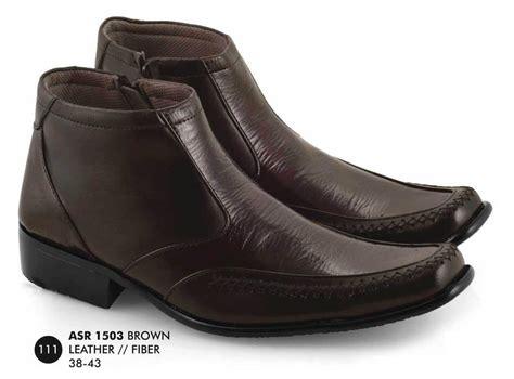 Pantofel Mocassin Coklat jual produk terbaru sepatu pria pantofel boot coklat kulit