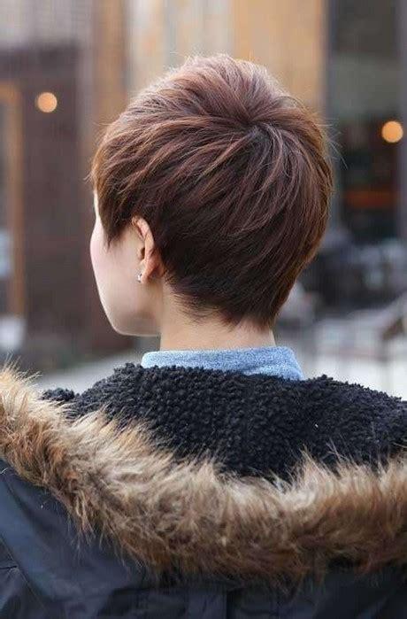 capelli corti visti da dietro