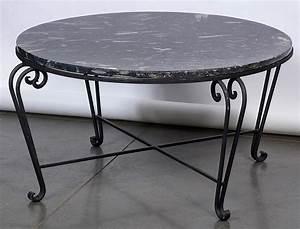 Table Fer Forgé Ronde : table ronde en fer forg surmont e d 39 une tablette en marbre ~ Teatrodelosmanantiales.com Idées de Décoration