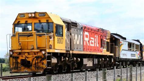kiwirail   chinese workers  locomotive repairs