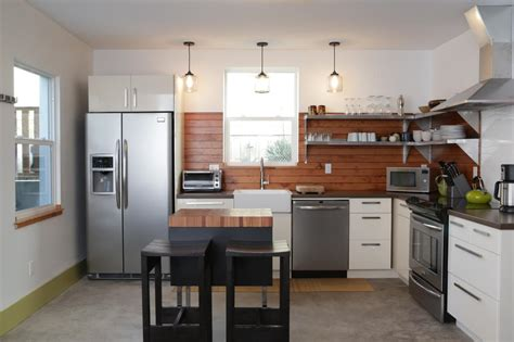 Wooden Backsplash :  Pictures, Ideas & Tips From