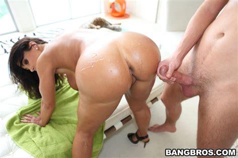 Naughty big ass Brunette Girl Hardcore sex And Cumshot Pichunter