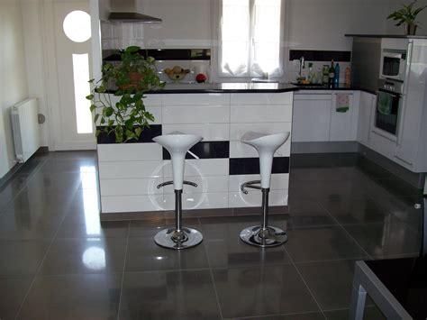 cuisine blanche sol gris cuisine blanche carrelage gris carrelage cuisine sol