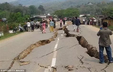 Does The Ground Really Split During An Earthquake Or Is