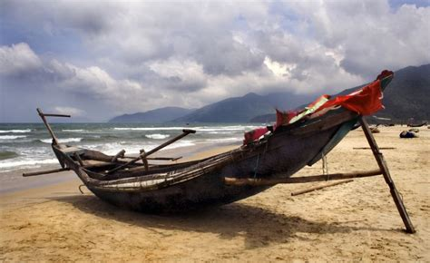 Fishing Boat Manufacturers In Kerala by Traditional Fishing Boat