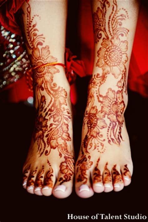 indian wedding henna feet legs maharani weddings