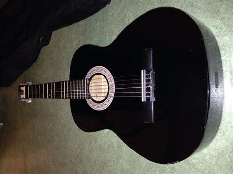 Troc Echange Guitare classique droitier noir sur France
