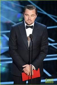 Leonardo DiCaprio Awards Emma Stone Her Academy Award at ...