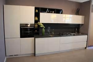 Cucina Bianca Lucida Top Nero: Cucina moderna sole finitura bianca ...