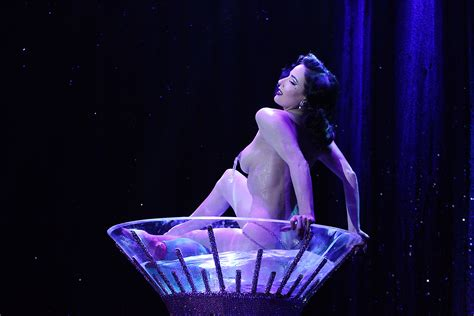 Dita Von Teese Sexy Topless Photos Thefappening