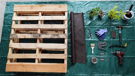 How To Make A Vertical Pallet Garden by How To Make A Vertical Pallet Garden