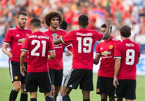 Manchester United In Talks With Tinder Over Sponsorship