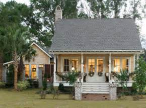 Low Country Cottage Content in a Cottage