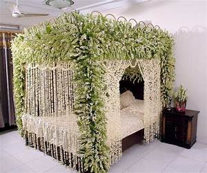 Bride & Groom: Wedding Room Decoration/Bedroom Decoration