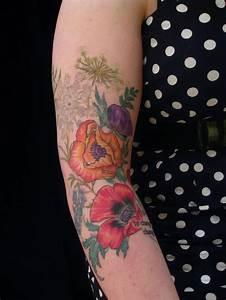 Tatouage Bras Femme Fleur : 1001 id es tatouage coquelicot un champ de 52 mod les en photos ~ Carolinahurricanesstore.com Idées de Décoration