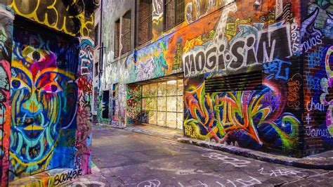 Graffiti Street : Not Only Hip Hop