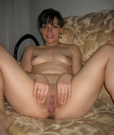 Amateur Russian Mature Shows Her Shaved Pussy Russian