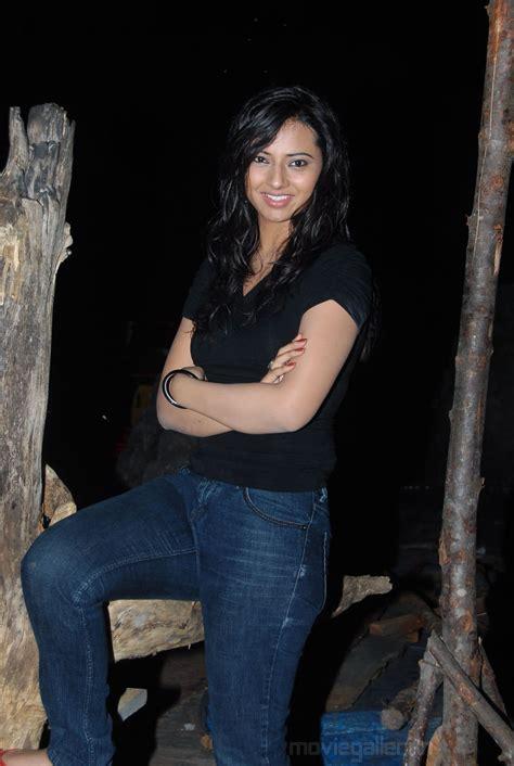 Tamil Cine Hunt Actress Isha Chawla Stills Isha Chawla