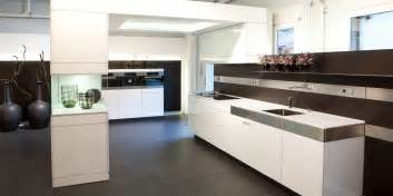 Modern Kitchen Colours And Designs Photo