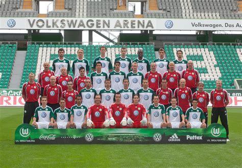 Verein für leibesübungen wolfsburg e. Mannschaftsfoto VFL Wolfsburg Saison 2010/2011 | Erste Reihe… | Flickr