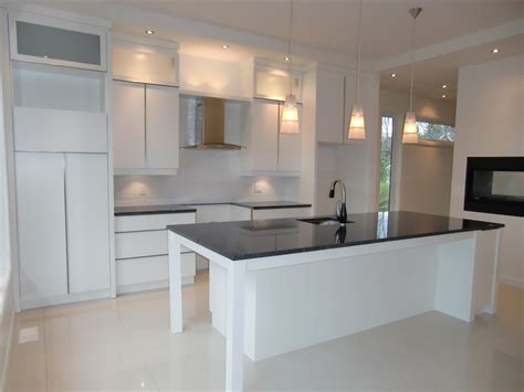 armoire de cuisine blanche davaus cuisine blanche moderne avec des idées