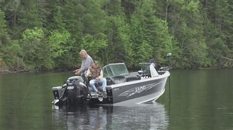 hundreds  fight als  annual fishing tournament
