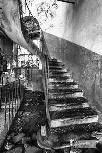 Planisphère Noir Et Blanc : escalier dans un b timents de la papeterie darblay en noir et blanc boreally ~ Melissatoandfro.com Idées de Décoration