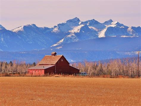 montana towns places bigstock barn bitterroot tripstodiscover hamilton