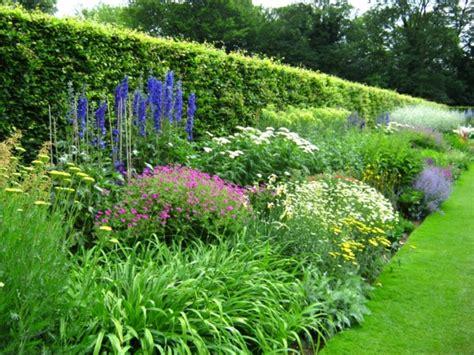 Gartenrand Gestalten by Der Garten Im Fr 252 Hling Wie Sie Ein Buntes Blumenbeet Anlegen