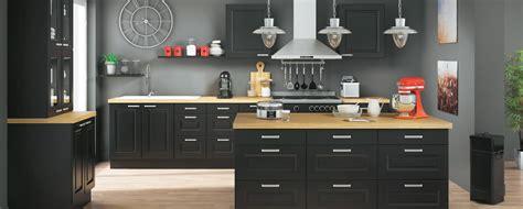 cuisine noir laqué plan de travail bois cuisine louise