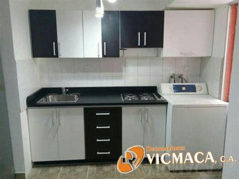 pequena cocina  gabinetes  tope en formica blanco