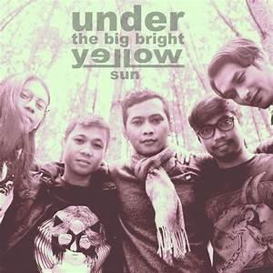 Under The Big Bright Yellow Su | Profil Band Indie
