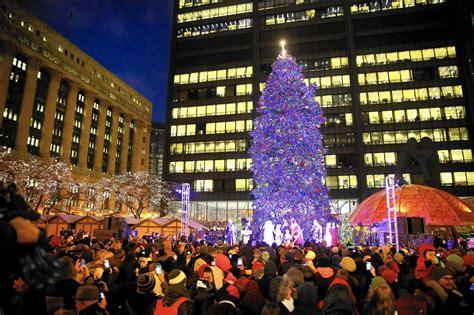 millennium park christmas lights chicago 39 s christmas tree heads to millennium park a